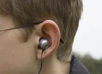8621559-590x813_hearing