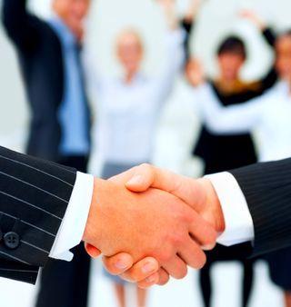 Leadership_shake hands